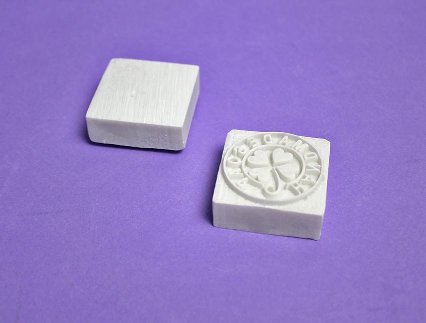 """Штамп для мыла с нуля """"Handmade soap"""" клевер сердечки в круге"""